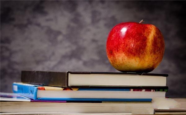 一个苹果一本书